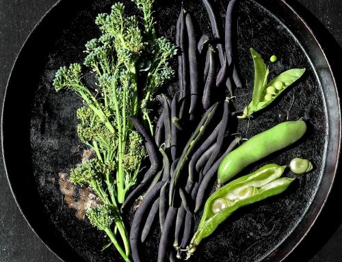 Gemischter Bohnensalat aus dicken und grünen Bohnen