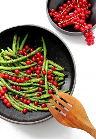 Grüne Bohnen mit Johannisbeeren